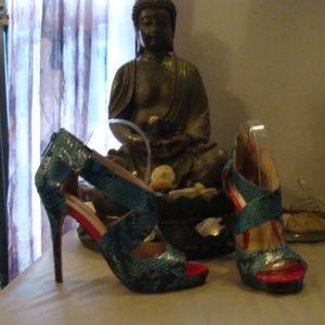 Michael Antonio Turquoise Snake skin heels, size 9